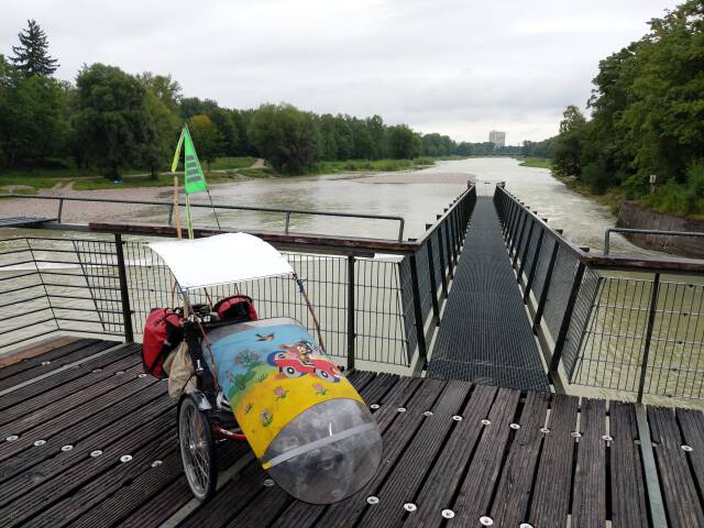 Dreirad am Maria-Einsiedl-Steg
