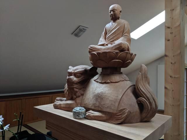 Buddha auf Löwe